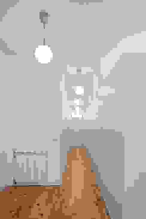 الممر والمدخل تنفيذ Tiago Filipe Santos - Arquitetura , تبسيطي