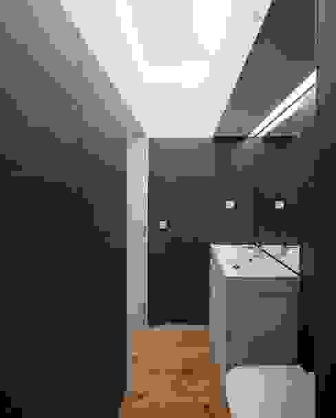 حمام تنفيذ Tiago Filipe Santos - Arquitetura , تبسيطي