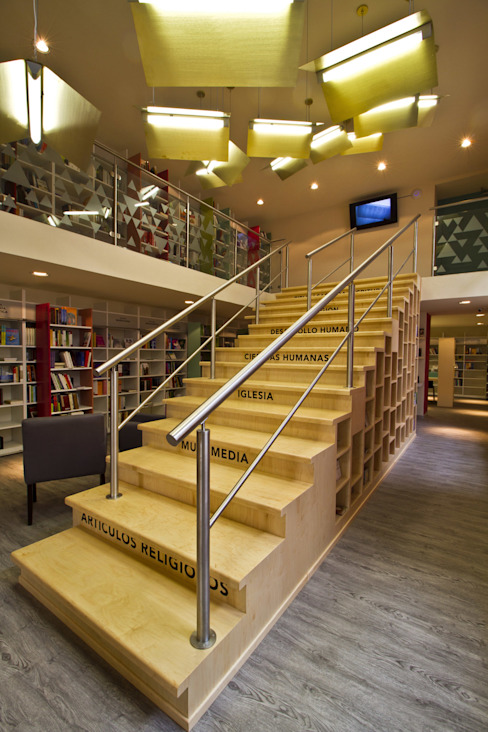 Modern Corridor, Hallway and Staircase by DIN Interiorismo Modern