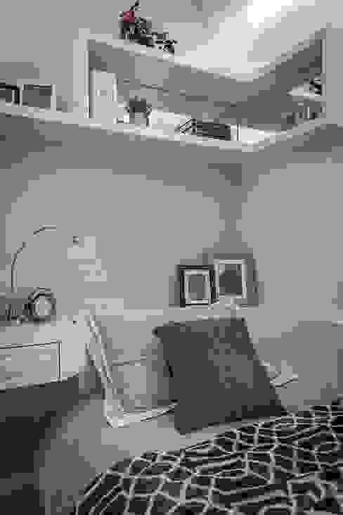 床頭吊櫃 Classic style bedroom by 你你空間設計 Classic