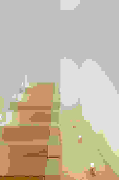 Haus H:  Flur & Diele von Ferreira | Verfürth Architekten