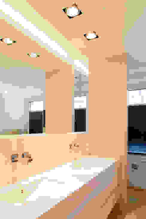 Haus H Moderne Badezimmer von Ferreira | Verfürth Architekten Modern