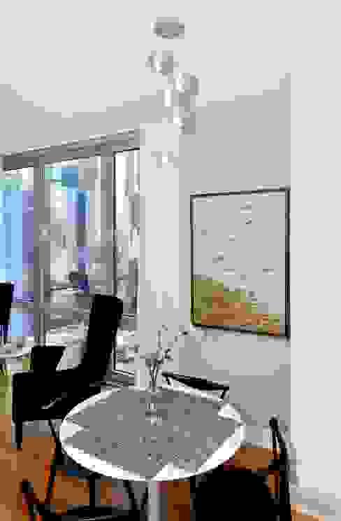Salas / recibidores de estilo  por KBR Design and Build, Minimalista