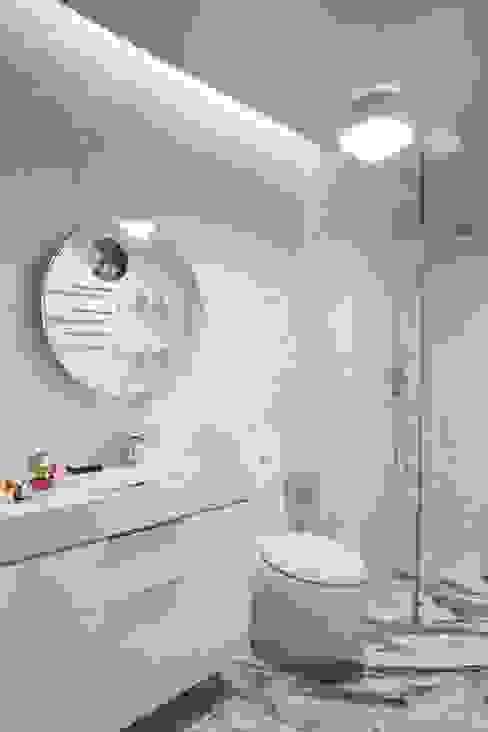 Guest bathroom Modern Bathroom by Sergio Mannino Studio Modern Ceramic