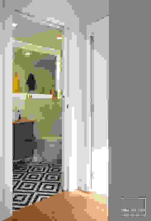 Baño slvr estudio Baños de estilo moderno