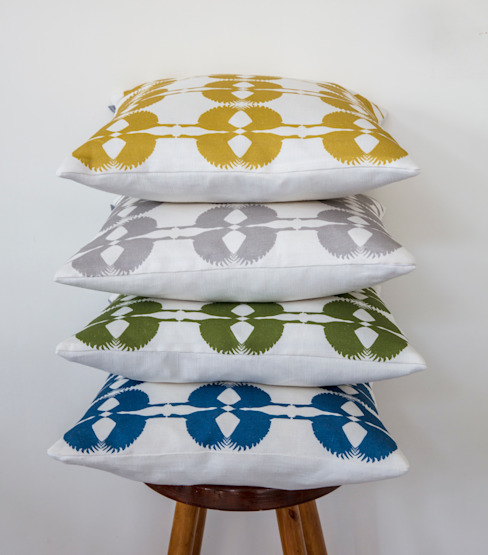 Sparrow Cushion Country style living room by Lomas & Lomas Country