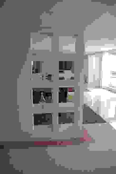 Remodelação de Apartamento - Av. de Roma - Lisboa Jorge Lopes, LABORATÓRIO DE ARQUITECTURA Salas de estar clássicas