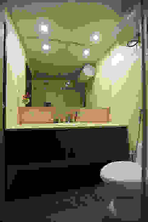 APARTMENT Minimalist bathroom by DESIGN5 Minimalist