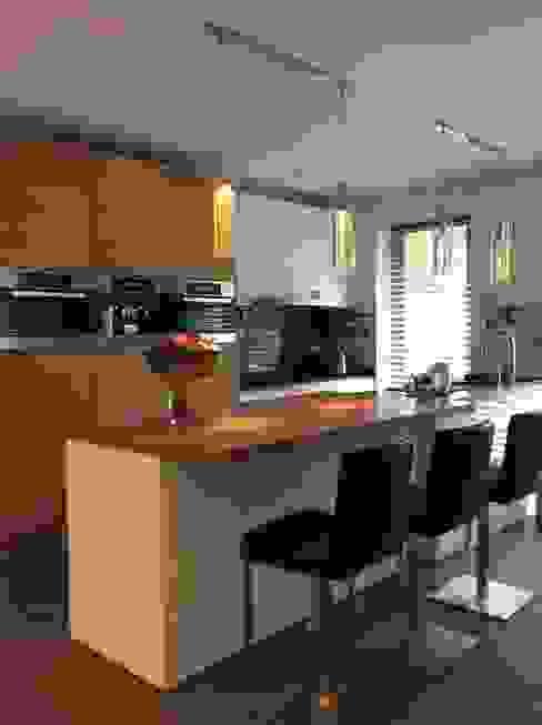 Keuken aanpassing Moderne keukens van Studio Inside Out Modern Hout Hout