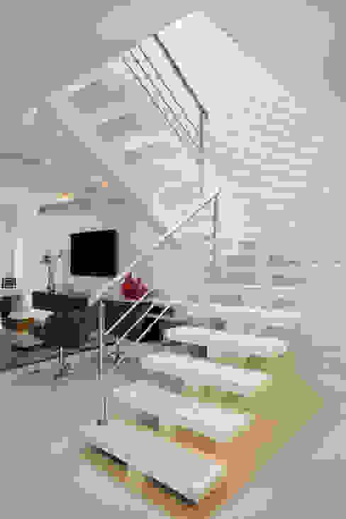 Koridor & Tangga Modern Oleh Virna Carvalho Arquiteta Modern