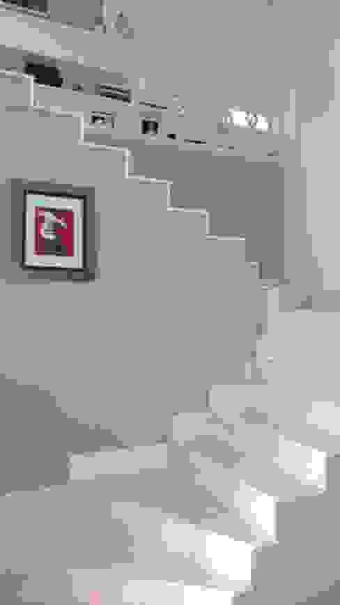 Couloir, entrée, escaliers modernes par homify Moderne