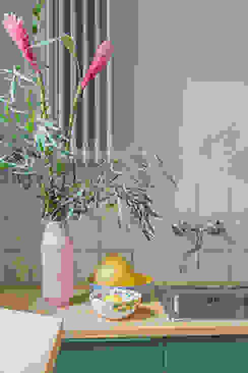 Neugestaltung Küche, Flur und Schafzimmer Skandinavische Küchen von Berlin Interior Design Skandinavisch