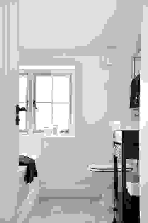 Classic Country Bathroom Baños de estilo rural de homify Rural