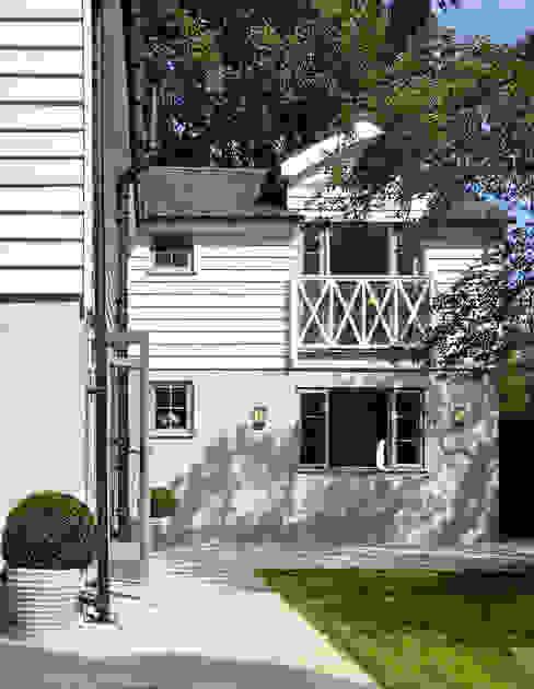 Rear Garden and Fascia of Country House Nhà phong cách đồng quê bởi homify Đồng quê