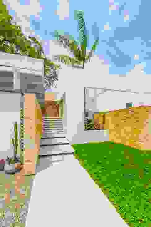 Casa de la Acacia - Sombra Natural: Pasillos y vestíbulos de estilo  por David Macias Arquitectura & Urbanismo,