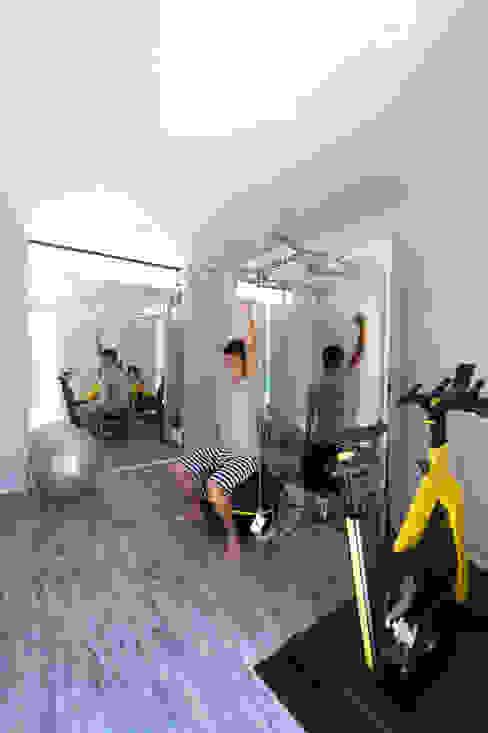 トレーニングルーム TERAJIMA ARCHITECTS/テラジマアーキテクツ モダンデザインの ホームジム 灰色