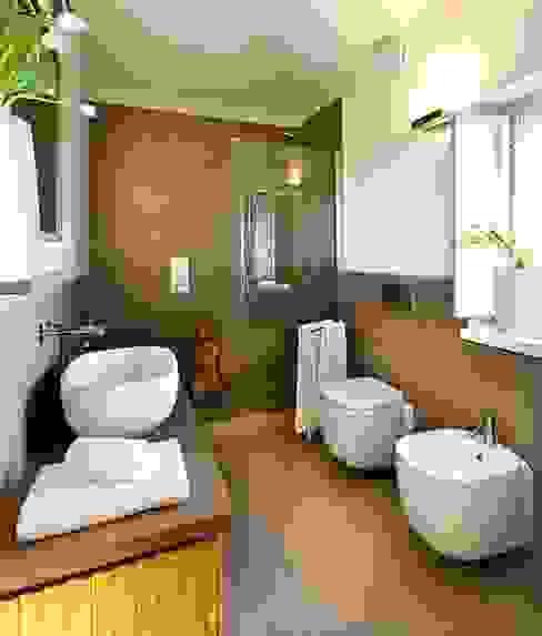 Falegnameria Ferrari Rustic style bathroom Solid Wood