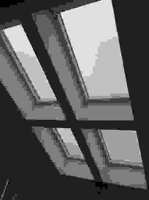 Windows Portas e janelas modernas por Roundhouse Architecture Ltd Moderno