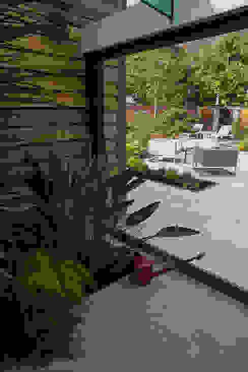 в . Автор – Cool Gardens Landscaping,