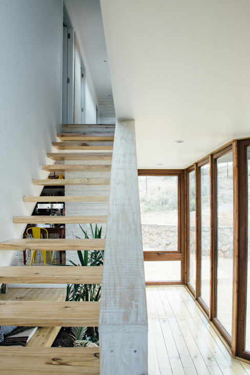 acceso Pasillos, halls y escaleras rústicos de Thomas Löwenstein arquitecto Rústico Madera Acabado en madera