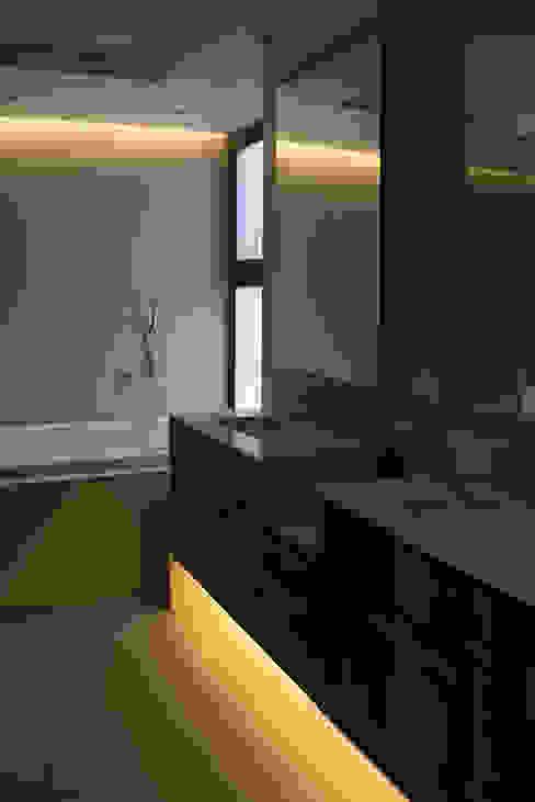 baño principal Baños de estilo ecléctico de Thomas Löwenstein arquitecto Ecléctico Cuarzo