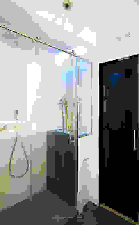 Baños de estilo  por emmme studio, Moderno