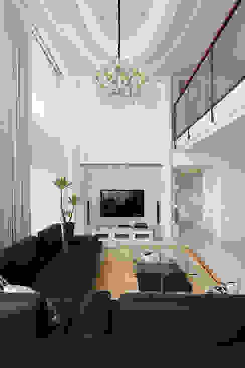 Salones de estilo  de 誼軒室內裝修設計有限公司,