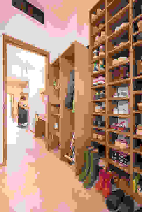 亞洲風玄關、階梯與走廊 根據 HAPTIC HOUSE 日式風、東方風 木頭 Wood effect