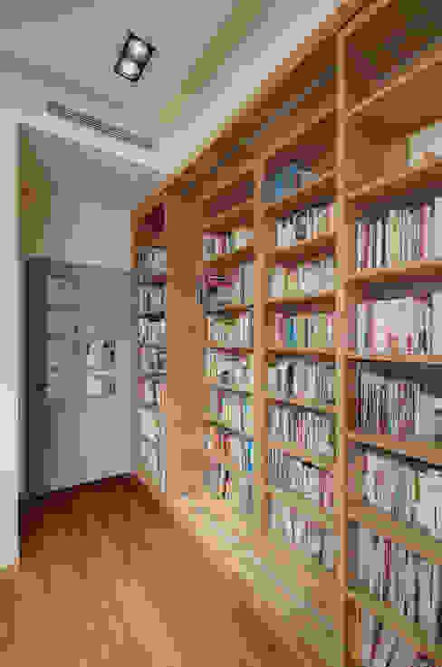 生活溫度:  書房/辦公室 by 芸采創意空間設計-YCID Interior Design, 現代風