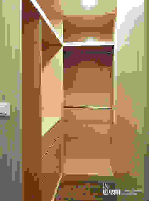 主臥更衣室 根據 以恩室內裝修設計工程有限公司 現代風