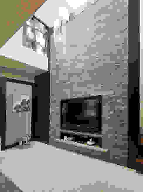 Salones tropicales de 芸采創意空間設計-YCID Interior Design Tropical