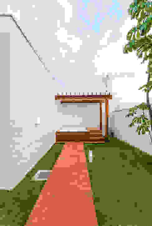 根據 Diego Alcântara - Studio A108 Arquitetura e Urbanismo 現代風 木頭 Wood effect
