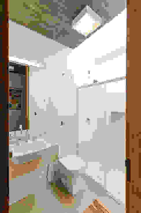 Baños de estilo moderno de Diego Alcântara - Studio A108 Arquitetura e Urbanismo Moderno