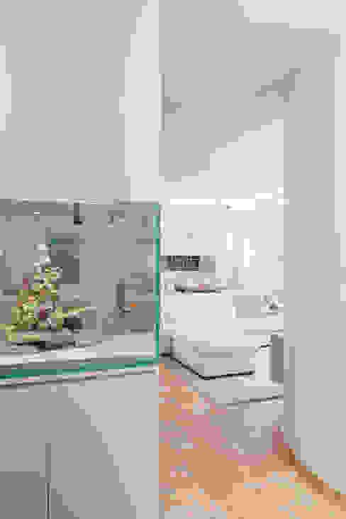 Pasillos, vestíbulos y escaleras modernos de manuarino architettura design comunicazione Moderno