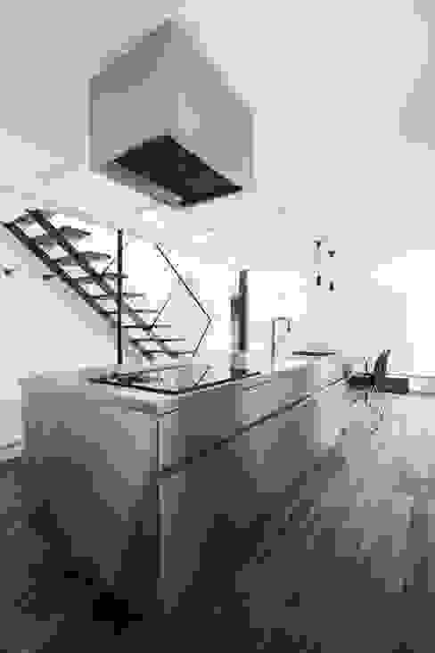 キッチン-2 一級建築士事務所 Atelier Casa モダンな キッチン メタリック/シルバー
