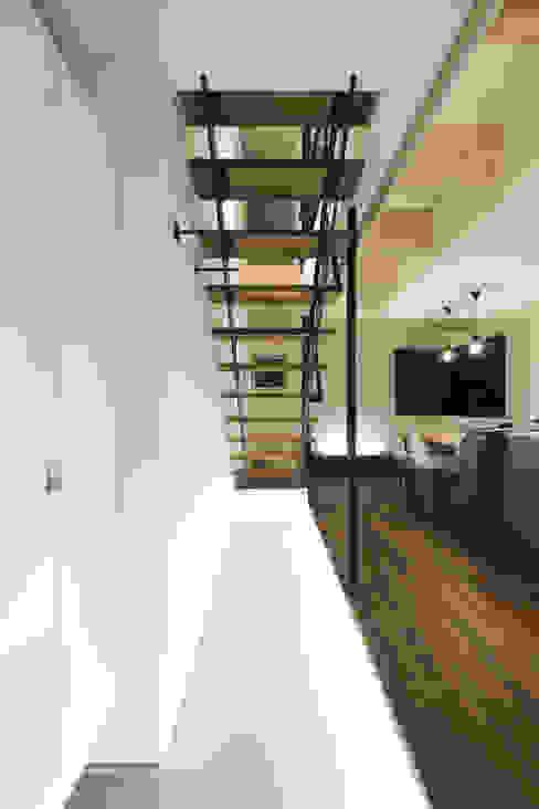 玄関土間 一級建築士事務所 Atelier Casa モダンスタイルの 玄関&廊下&階段 コンクリート