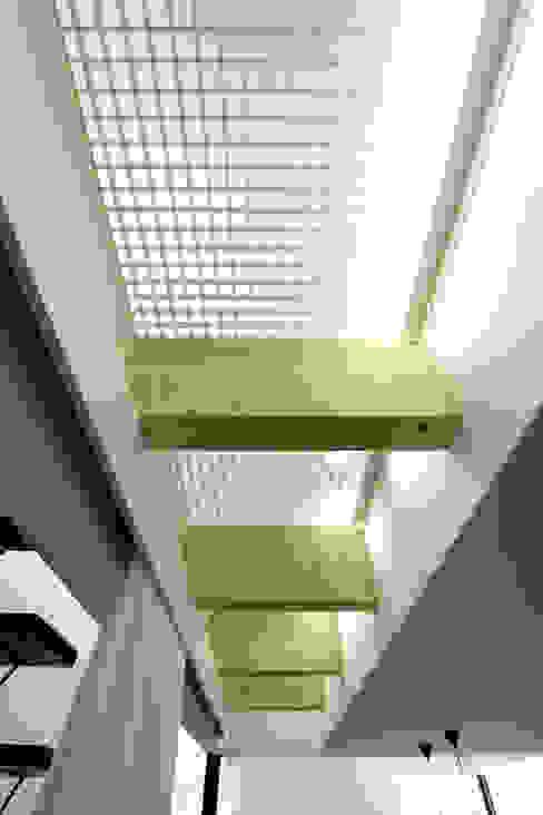 光床-1 一級建築士事務所 Atelier Casa モダンスタイルの 玄関&廊下&階段