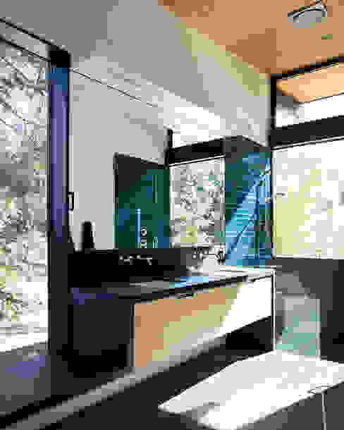 Sacramento Modern Residence by Klopf Architecture Modern Bathroom by Klopf Architecture Modern