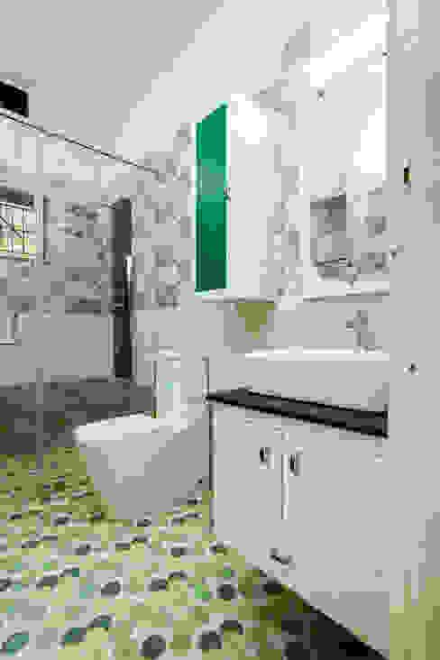 Classic style bathroom by Premdas Krishna Classic