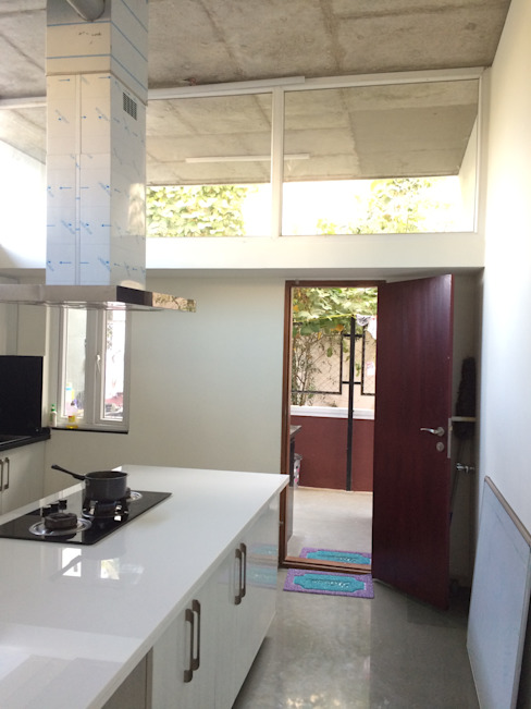 BYSANI RESIDENCE, BANGALORE Modern kitchen by Parikshit Dalal Design + Architecture Modern