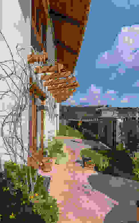 Vườn phong cách Địa Trung Hải bởi Josep Lluis Lai Địa Trung Hải