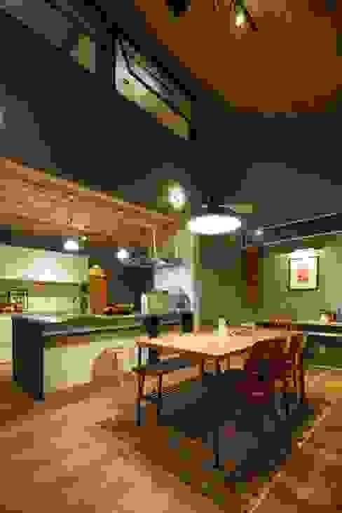Scandinavian style dining room by dwarf Scandinavian Wood Wood effect
