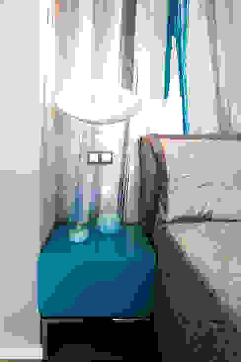 Dettaglio como' - lampada Artemide - parete resinata di fondo Camera da letto moderna di MBquadro Architetti Moderno