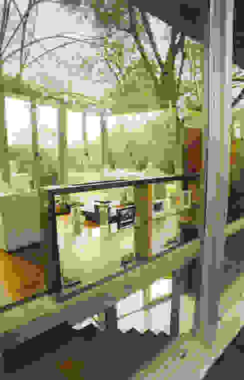 CASA en C.U.B.A. Pasillos, vestíbulos y escaleras modernos de MZM | Maletti Zanel Maletti arquitectos Moderno