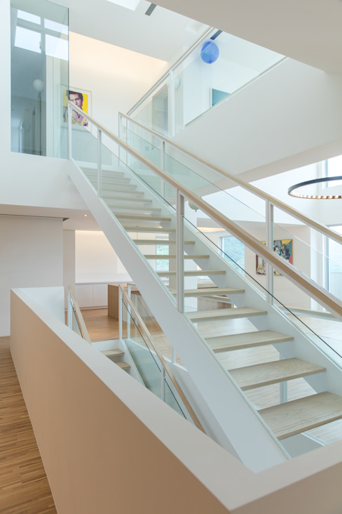 Pasillos, vestíbulos y escaleras minimalistas de 何侯設計 Ho + Hou Studio Architects Minimalista