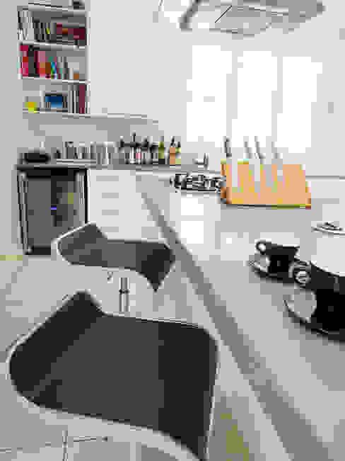 House Morningside:  Kitchen by Principia Design, Minimalist