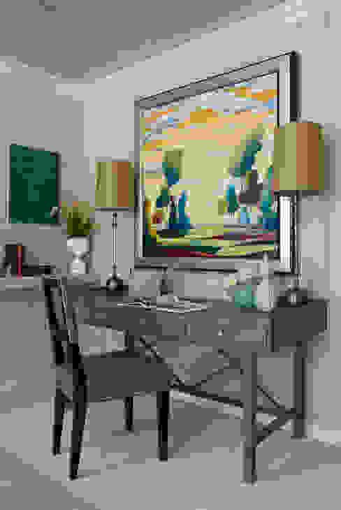 Phòng học/văn phòng phong cách hiện đại bởi Lorna Gross Interior Design Hiện đại