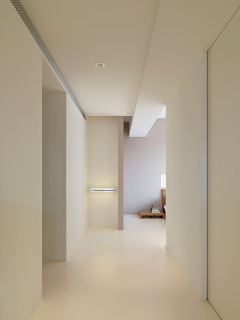 Dormitorios minimalistas de 何侯設計 Ho + Hou Studio Architects Minimalista