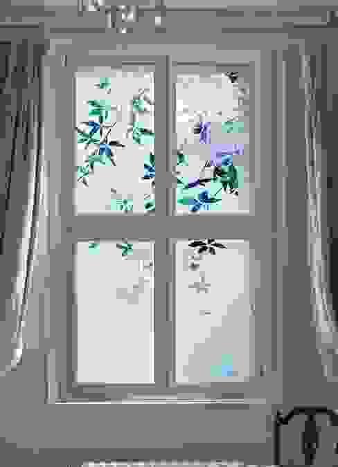 غرفة نوم تنفيذ Antonia Macgregor Designs in Glass, كلاسيكي زجاج