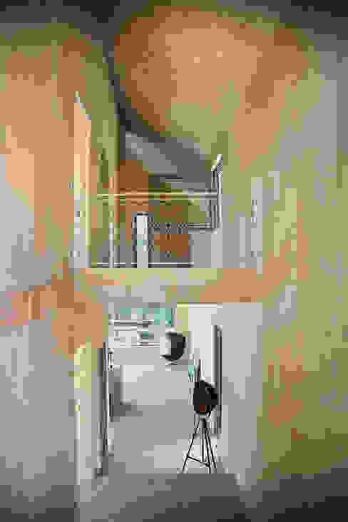 Moderne gangen, hallen & trappenhuizen van Planungsgruppe Korb GmbH Architekten & Ingenieure Modern Hout Hout